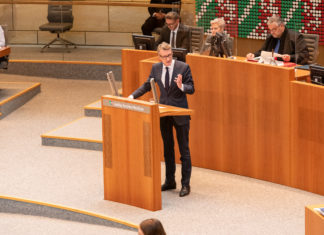 Sven Wolf, SPD-Landtagsabgeordneter für Remscheid und Radevormwald, bei der Plenardebatte im Landtag NRW. Foto: Daniel Behmenburg