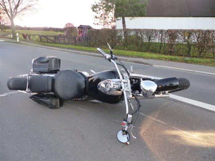 Der 66-jährige Motorradfahrer zog sich bei dem Motorradunfall in Wipperfürth schwere Verletzungen zu. Foto: Polizei Oberberg