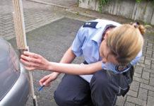 Polizistin bei der Unfallermittlung. Symbolfoto: Polizei