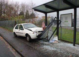 Bei dem Unfall in Bergisch Gladbach wurde eine Fußgängerin schwer verletzt. Foto: Polizei RheinBerg