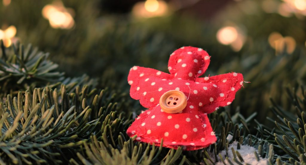 Schmuck für den Weihnachtsbaum kann man auch selber nähen.