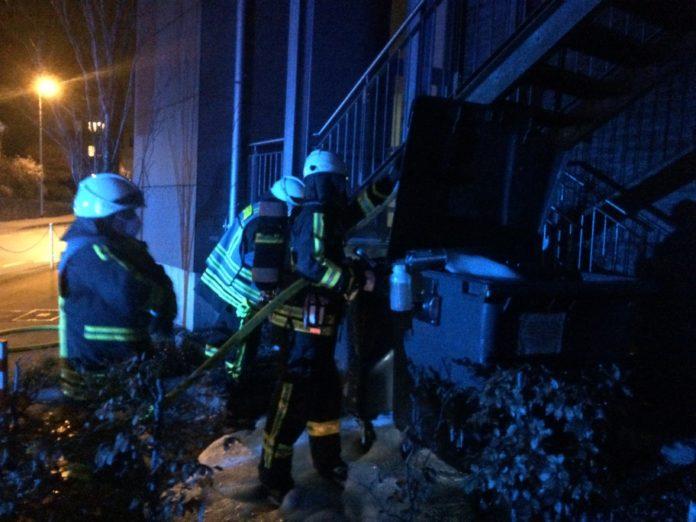 Die Feuerwehr Hattingen hatte Samstagabend mehrere Einsätze in der Hattinger Innenstadt. Foto: Jens Herkströter