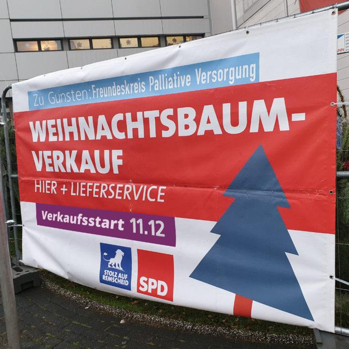 Verkaufsstart für die Weihnachtsbaum-Aktion der SPD in Remscheid ist auch in diesem Jahr am 11. Dezember. Foto aus dem letzten Jahr: Sascha von Gerishem