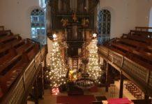 Die adventlich geschmückte evangelische Stadtkirche in Lüttringhausen. Foto: Sascha von Gerishem