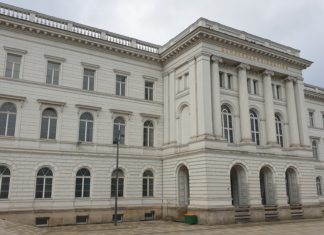"""Steht unter Denkmalschutz: Die 1875 erbaute Reichsbahndirektion am Döppersberg, inoffiziell schon als """"Das dritte Rathaus"""" bezeichnet. Foto: Sascha von Gerishem"""