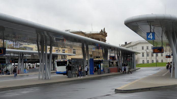 Der Busbahnhof Wuppertal Hauptbahnhof am Döppersberg. Foto: Sascha von Gerishem