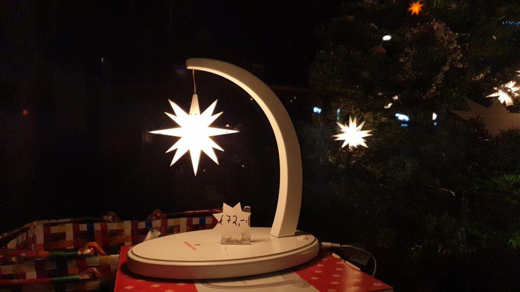Eine schöne Skulptur mit einem Herrnhuter Stern fürs Fenster oder den Schreibtisch im Flair-Weltladen. Foto: Sascha von Gerishem