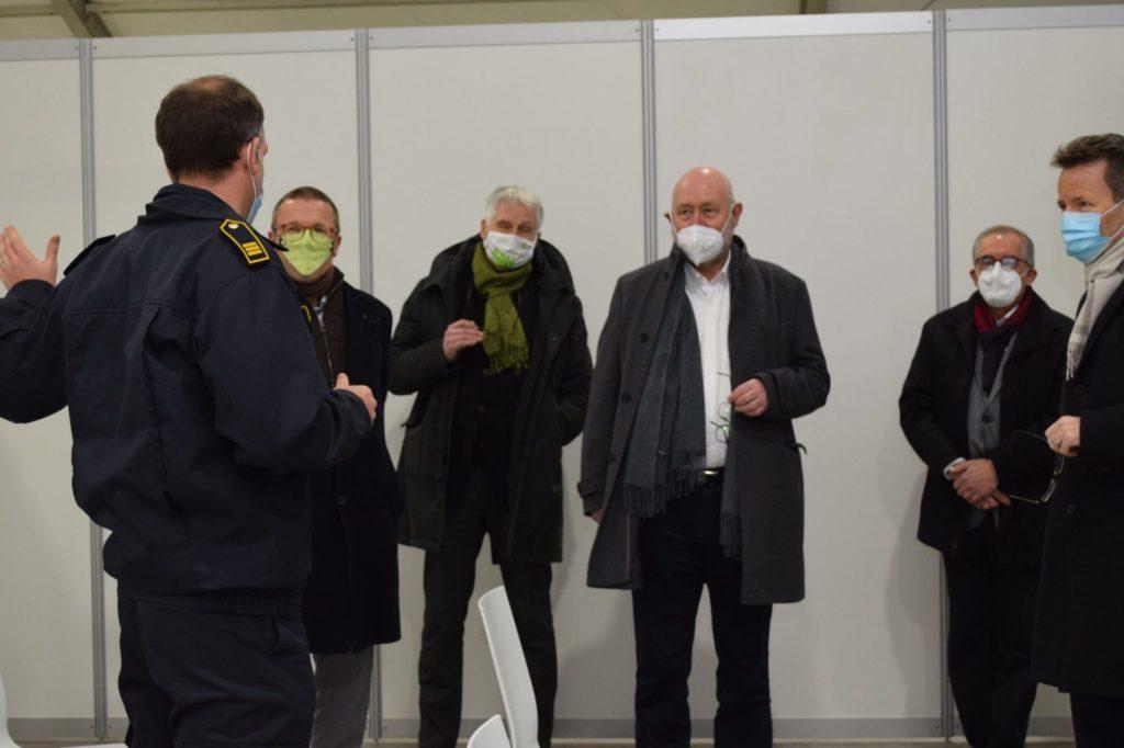 Vertrauensvolle Kooperation: Durch beste Zusammenarbeit steht das Corona-Impfzentrum schon einen Tag früher. Foto: Stadt Wuppertal