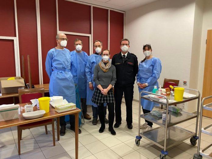 Eines der Impfteams, die heute in Remscheid im Einsatz waren. Foto: Guido Eul-Jordan