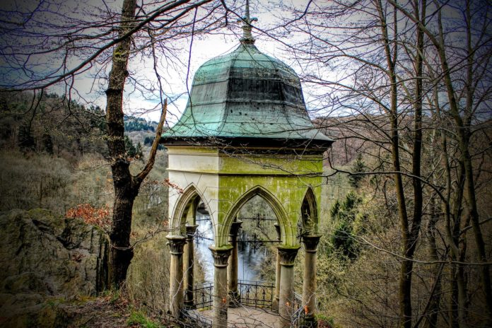 Beliebtes Ausflugsziel: Der Diederichstempel in Solingen-Burg. Foto: Carola68