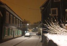 Nächtlicher Schnee: In der Gertenbachstraße in Lüttringhausen ist es wieder winterlich. Foto: Sascha von Gerishem