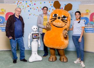 """Medientag zum 50. Geburtstag der """"Sendung mit der Maus"""" v.l.n.re: Armin Maiwald, Ralph Caspers und Clarissa Correa da Silva freuen sich auf den 50. Maus-Geburtstag. © WDR/Michael Schwettmann"""