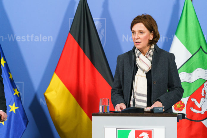 NRW-Schulministerin Yvonne Gebauer. © Land NRW