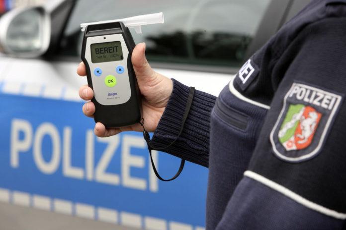 Polizeilich durchgeführter Atemalkoholtest. Symbolfoto: Polizei Mettmann