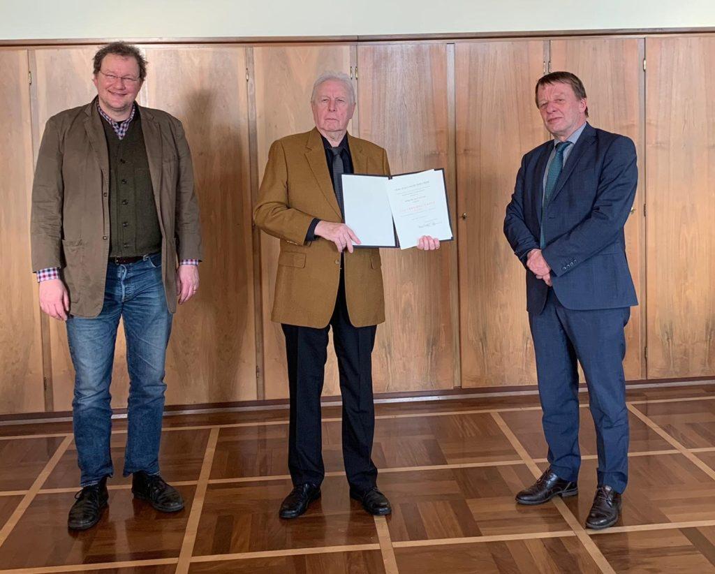 Kleine Festrunde: Beigeordneter Thomas Neuhaus, Dr. Ralf Flügge und Remscheids Oberbürgermeister Burkhard Mast-Weisz. Foto: Sabine Räck