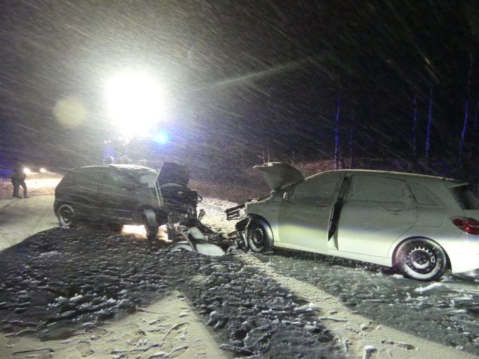 Unfall auf der B 229 in Radevormwald-Wintershaus. Foto: Polizei OberBerg