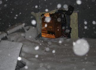 Bei einem Einbruch in eine Tankstelle in Wermelskirchen, schnitten die Einbrechenden ein Loch in die Fassade, um in den Verkaufsraum zu gelangen. Foto: Polizei RheinBerg