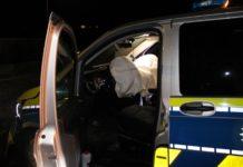 Die Airbags des Streifenwagens lösten bei dem Unfall in Burscheid aus. Foto: Polizei RheinBerg