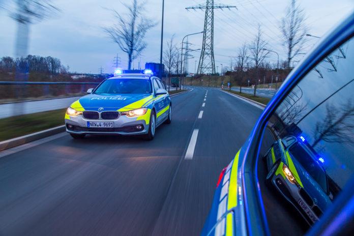 Funkstreifenwagen mit Blaulicht im Einsatz. Symbolfoto: Polizei Mettmann