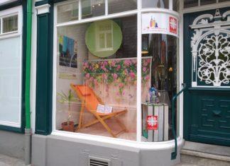 Das Schaufenster vom Lotsenpunkt in Lennep auf der Kölner Straße 3. Foto: Andy Dino Iussa