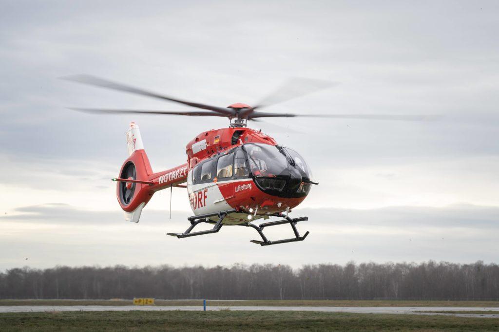 Anflug des ersten H145 mit Fünfblattrotor am Operation Center der DRF Luftrettung. Foto: DRF Luftrettung