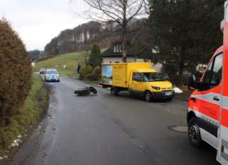 Unfall in einer Rechtskurve in Kürten-Breibach: Motorradfahrer beim Abbiegen in einer Kurve übersehen. Foto: Polizei RheinBerg
