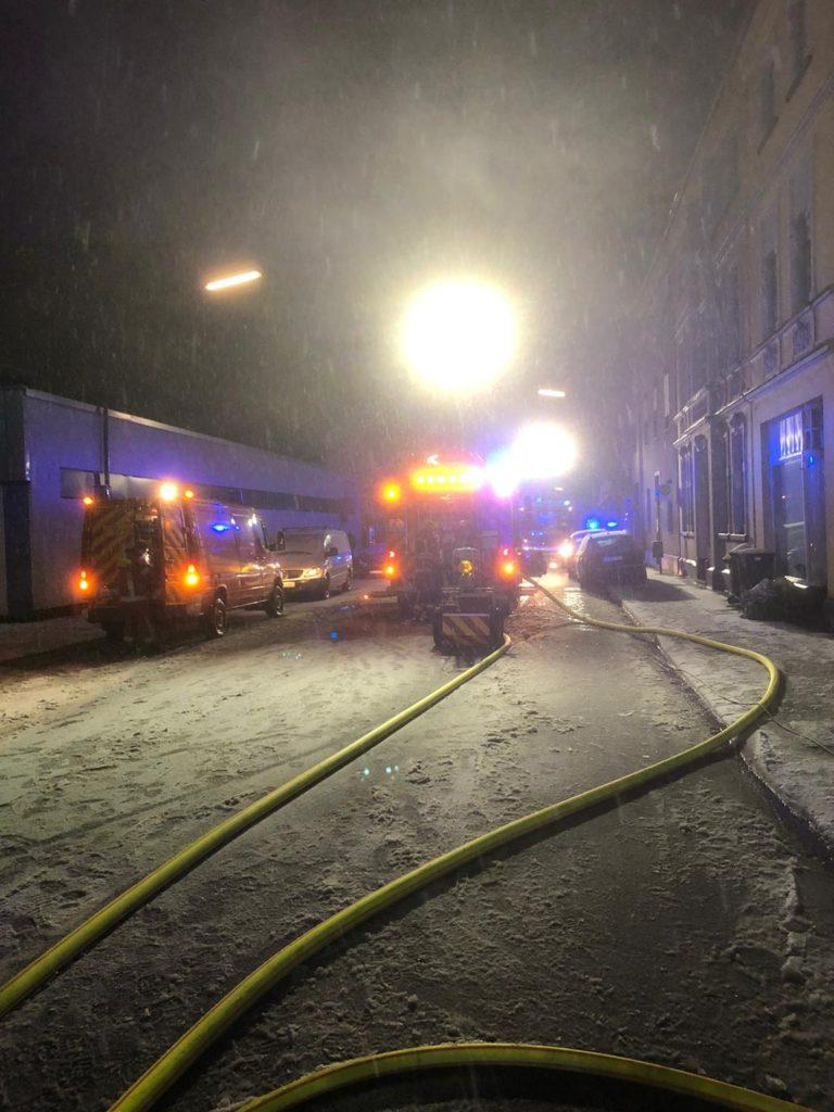 Die Langenberger Straße war während des Einsatzes zeitweilig komplett gesperrt. Foto: Feuerwehr Velbert