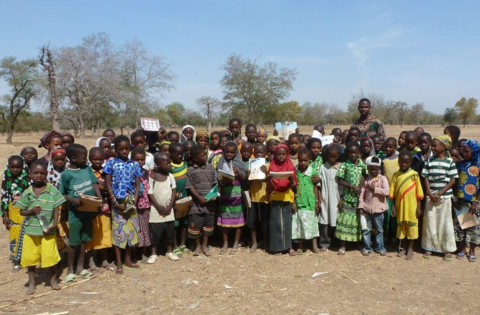 Schulkinder in Burkina Faso. Foto: David Sanclement