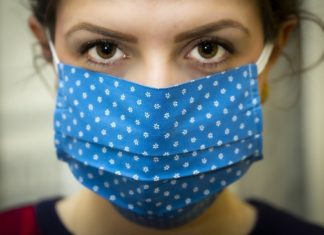 Corona: Maske tragen und Hände desinfizieren. Symbolbild.