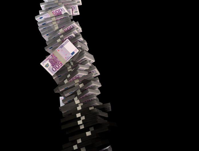 Wackeliger Schuldenturm. Symbolfoto.