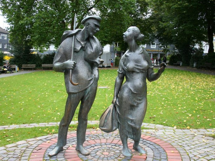 Das Bandwirker-Denkmal in Wuppertal-Ronsdorf. Foto: Frank Vincentz [CC BY-SA 3.0 (https://creativecommons.org/licenses/by-sa/3.0)]