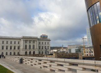 Wuppertal: Der Döppersberg mit schadhafter Mauer, Primark und der ehemaligen Bundesbahndirektion. Foto: Sascha von Gerishem