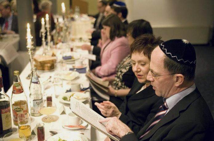 Feier des jüdischen Pessachfestes. © WDR/imago/epd