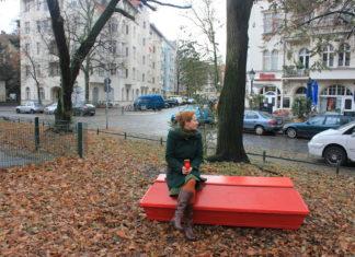 Die Bestatterin Sarah Benz wünscht sich einen anderen Umgang mit dem Tod. Foto: ZDF / Kevin Radünz