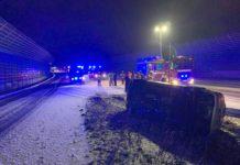 A 44: Der Pkw überschlug sich hinter dem Tunnelausgang. Foto: Feuerwehr Velbert