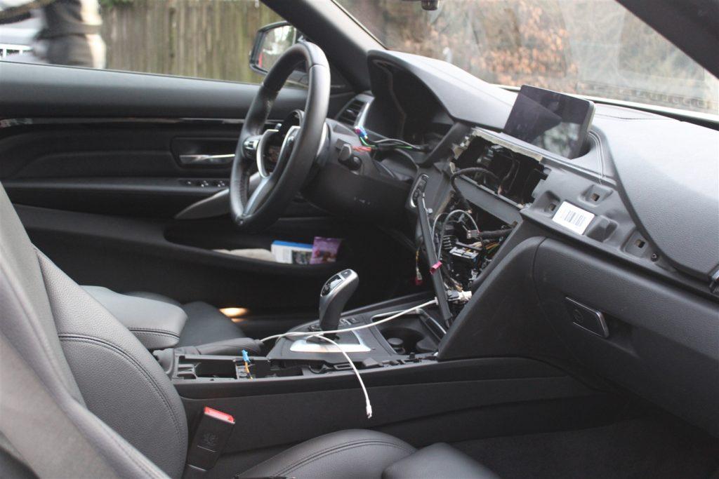 Ausgebauter BMW in Refrath. Foto: Polizei RheinBerg