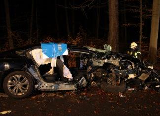Unfall in Rösrath: Die Ehefrau verstarb noch in der gleichen Nacht aufgrund ihrer Verletzungen. Foto: Polizei RheinBerg