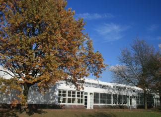 Gymnasium Vogelsang Solingen (2008). Foto: Elisabeth Schmitt, Public domain, via Wikimedia Commons