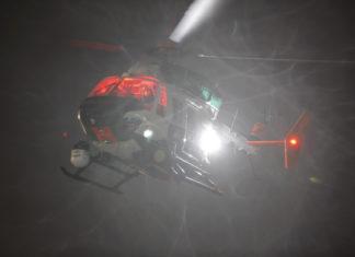 Symbolbild: Polizeihubschrauber im nächtlichen Einsatz.