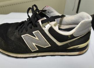 Schuh des Verstorbenen: Wer kann Angaben zur Identität oder Aufenthaltsort des Verstorbenen machen? Foto: Polizei Oberberg