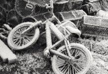 Gefroren: Fahrrad bei Eis und Schnee.