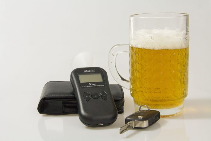 Alkohol und Autofahren vertragen sich nicht. Symbolbild.