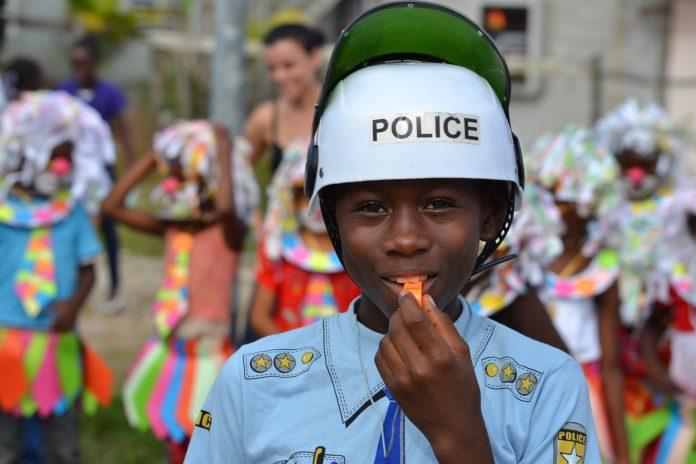 Verkleiden kann man sich zu Karneval auch zuhause. Foto: Paul Cornec