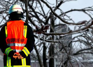 Eisbildung am Baumbestand. Collage: Feuerwehr Remscheid / SvG