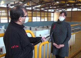 Corona: Start des Remscheider Impfzentrums in der Sporthalle West. Screenshot: rs1.tv
