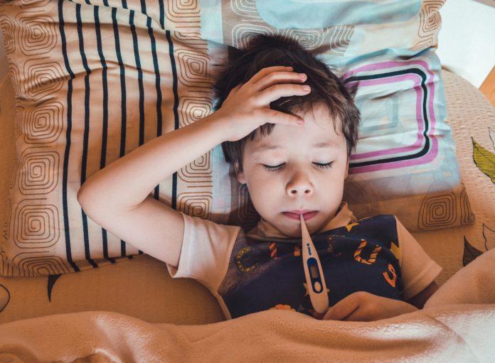 Kinderkrankentage wird i.d.R. bewilligt, wenn keine andere im Haushalt lebende Person das Kind beaufsichtigen, betreuen oder pflegen kann. Symbolbild.