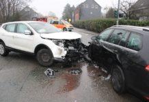 In Wermelskirchen ereignete sich ein Abbiegeunfall auf der Kreuzung Neuenhöhe. Foto: Polizei RheinBerg