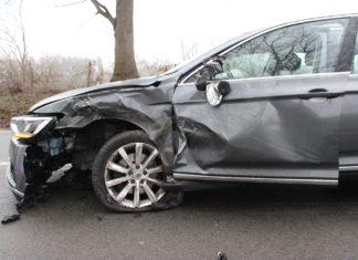 In Wermelskirchen verunfallte ein VW mit einem LKW, da der Fahrer in Sekundenschlaf fiel. Foto: Polizei RheinBerg