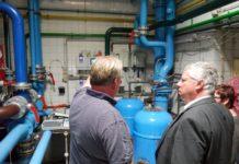 Bereits im August 2019 besuchte der Bundestagsabgeordnete Jürgen Hardt das Freibad Eschbachtal und ließ sich vom Förderverein auch technische Details erläutern. © Jürgen Hardt