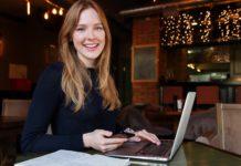 Digitales Infocafé zum beruflichen Wiedereinsteig für Frauen. Foto: Anastasia Gepp